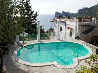 Bright 6 bedroom Villa in Marina del Cantone - Marina del Cantone vacation rentals