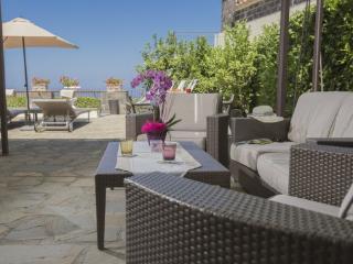 Bright 6 bedroom Schiazzano Villa with Internet Access - Schiazzano vacation rentals