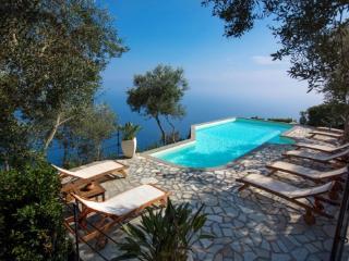 6 bedroom Villa with Internet Access in Metrano - Metrano vacation rentals