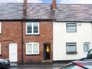 VINE COTTAGE, WiFi, garden, woodburner, in Ludlow, Ref 917883 - Ludlow vacation rentals