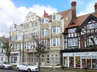 MOSTYN RETREAT, third floor apt., WiFi, central location, in Llandudno, Ref 919516 - Llandudno vacation rentals