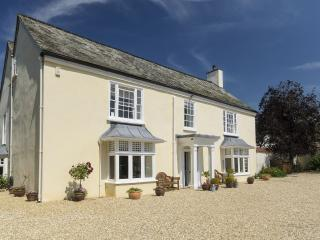 Lovely 8 bedroom Honiton House with Internet Access - Honiton vacation rentals