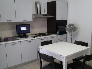 casa mq 30 centro storico Rodi G.co posti 3 - Rodi Garganico vacation rentals