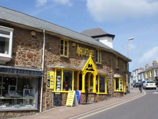 Convenient House in Bude with Internet Access, sleeps 5 - Bude vacation rentals