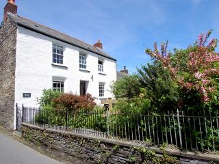 Charming 2 bedroom Boscastle House with Internet Access - Boscastle vacation rentals