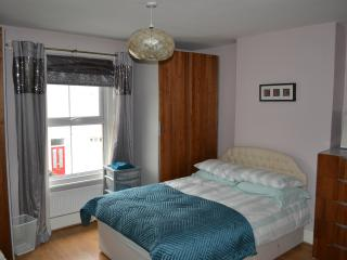 Holiday Cottage  (E) Brentford   Ealing London - London vacation rentals