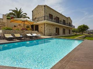 7 bedroom House with Private Outdoor Pool in Modica - Modica vacation rentals