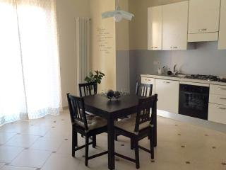 Bright 2 bedroom Apartment in Matera with Television - Matera vacation rentals