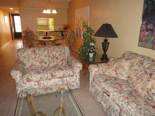 Lovely 2 bedroom Condo in Cocoa Beach - Cocoa Beach vacation rentals