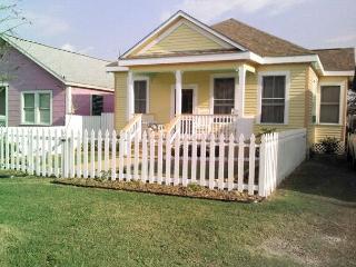 2 Houses w/ 5 BR, 2.5 BA- sleeps 17, 1 block to Beach, Walk to Pleasure Pier - Galveston Island vacation rentals