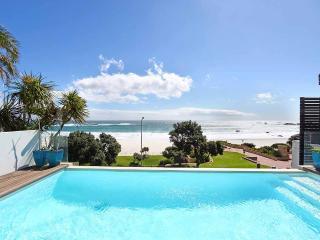 Villa Bleu Blanc - Beachfront - Camps Bay - Camps Bay vacation rentals