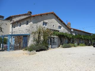 1 bedroom Bed and Breakfast with Hot Tub in Genouille - Genouille vacation rentals