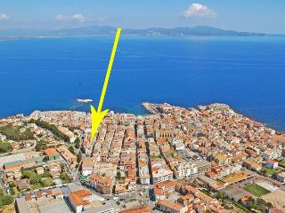 Nice apartment with terrace in the center of L´Esc - L'Escala vacation rentals