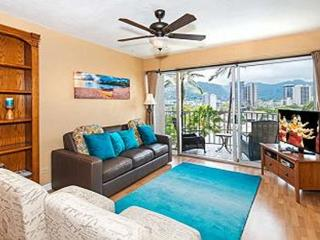Royal Aloha 2 Bedroom with Parking and Mt. Views!! - Honolulu vacation rentals