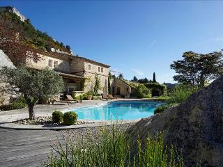 Le Dernier Chateau - Architect's Stone Villa & Pool in Picturesque Les Baux-de-Provence, 5 Bedrooms - Les Baux de Provence vacation rentals