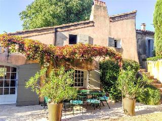 Le Mas du Four - Cheerfully Bright Provencal Villa with Pool, Terrace and - Eygalieres vacation rentals