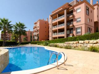 Deluxe apartment 400m to Beach, WIFI and pool - Praia da Rocha vacation rentals