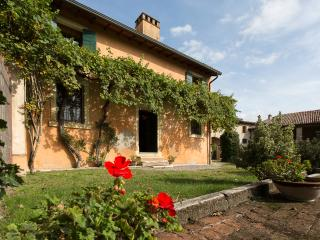 Wonderful House with Internet Access and Satellite Or Cable TV - Pescantina vacation rentals