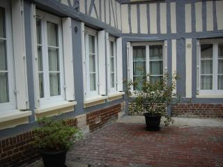 Nice Condo with Internet Access and Central Heating - Rouen vacation rentals