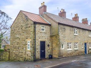 THE COTTAGE, woodburning stove, beams, with conservatory in Ampleforth, Ref - Ampleforth vacation rentals