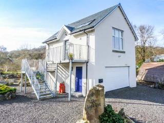 THE LOOK OUT, romantic, country holiday cottage, with a garden in Taynuilt, Ref 3770 - Taynuilt vacation rentals