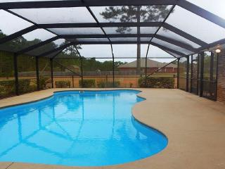 'La Casa de Ville' Expansive 5BR Navarre House w/Wifi, Private Outdoor Pool & Sand Volleyball Court! Great Location Near Shopping & Recreation - Less Than 2 Miles from the Beach! - Navarre vacation rentals