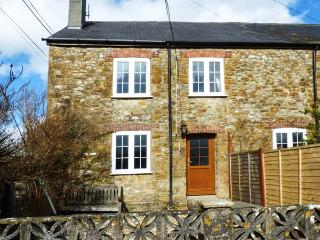 CRABBS BLUNTSHAY COTTAGE, pet-friendly, character holiday cottage, with a garden in Shave Cross, Ref 1690 - Shave Cross vacation rentals
