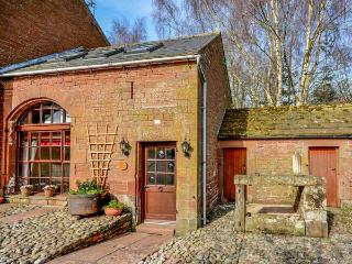 THE COACH HOUSE, cosy, romantic retreat, WiFi, pet-friendly, outdoor woodburner, in Kirkoswald, Ref 924795 - Kirkoswald vacation rentals