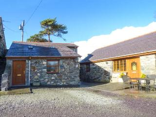 CWT Y CI, ground floor studio, pet-friendly, WiFi, private courtyard, shared garden, in Pentir, Llanberis, Ref 925315 - Llanberis vacation rentals