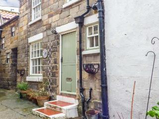 BULMERS COTTAGE, open plan, pet-friendly,multi-fuel stove, in Staithes, Ref 926017 - Staithes vacation rentals