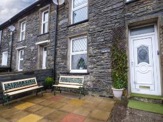 7  DOLYDD TERRACE, mid-terrace, open fire, close to walks, cycle tracks, WiFi and lake, in Tanygrisiau Ref 929265 - Tanygrisiau vacation rentals