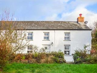 FERN COTTAGE, close to beach, enclosed garden, pet-friendly, woodburner, in Aberporth, Ref 930156 - Aberporth vacation rentals