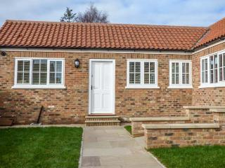 3 CROFT COTTAGES, all ground floor, open plan, pet-friendly, lawned garden, Farlington, Ref 930849 - Farlington vacation rentals