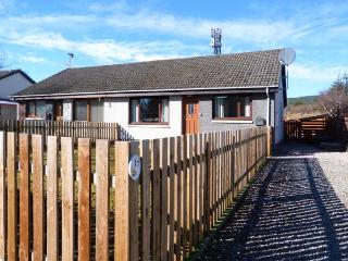 17 LOCKHART PLACE, semi-detached, pet-friendly cottage with WiFi, garden, close to amenities and steam railway, in Aviemore, Ref 931306 - Aviemore vacation rentals