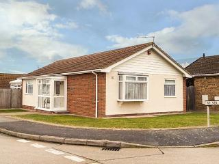 ECHO BEACH spacious, detached bungalow, village loaction, WiFi, beach nearby in Seasalter Ref 932511 - Seasalter vacation rentals