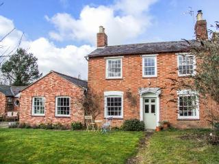 THE CLOSE, detached Georgian cottage, woodburning stove, dog-friendly, enclosed - Ettington vacation rentals