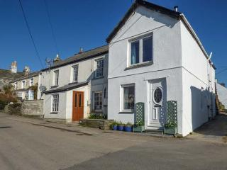 WILLOW COTTAGE, woodburner, close to beaches, pet-friendly, Delabole, Ref 933724 - Delabole vacation rentals