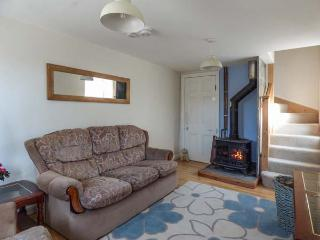 WILLOW COTTAGE, woodburner, close to beaches, pet-friendly, Delabole, Ref 933724 - Delabole vacation rentals
