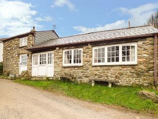 TREVERBYN SMITHY, semi-detached, woodburner, pet-friendly, WiFi, field, near Bodmin, Ref 935218 - Bodmin vacation rentals