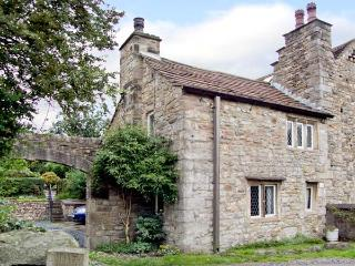 BEEHIVE COTTAGE, pet-friendly, character holiday cottage, with woodburner, in High Bentham, Ref 935253 - Bentham vacation rentals