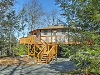New Listing! Unique 2BR Blakeslee 'Round House' w/Wrap Around Deck, Flat Screen TVs & Outstanding Views - Just 1-Mile from the Big Boulder Ski Area! - Blakeslee vacation rentals