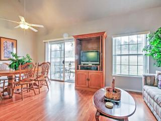 Reduced Rates through Thanksgiving! Inviting 2BR Branson Condo w/Wifi, Private Deck & Beautiful Views of the Adjacent Marina - Just 1 Mile from the Main Strip! Easy Access to Shops, Restaurants & Outdoor Recreation! - Branson vacation rentals