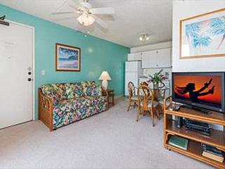 Charming Condo with Amenities and Free Parking - Honolulu vacation rentals