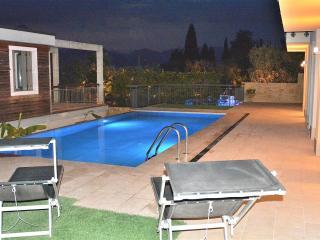 Nice 2 bedroom House in Torri del Benaco - Torri del Benaco vacation rentals