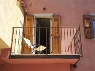 Romantic 1 bedroom Vacation Rental in Torri del Benaco - Torri del Benaco vacation rentals