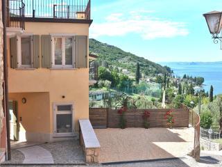 Gorgeous 1 bedroom House in Torri del Benaco - Torri del Benaco vacation rentals