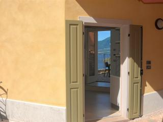 Gorgeous 1 bedroom Vacation Rental in Torri del Benaco - Torri del Benaco vacation rentals