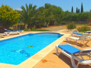 3 bedroom Villa with Internet Access in Es Llombards - Es Llombards vacation rentals