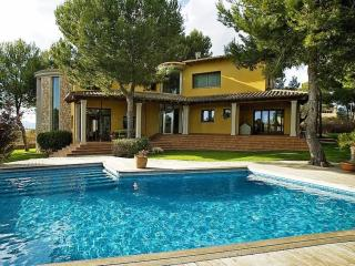 Spacious Villa in Marratxi with A/C, sleeps 8 - Marratxi vacation rentals
