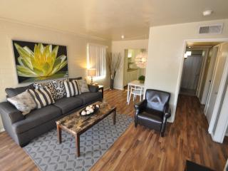 2 bed 1 BlK to Fashion Square Mall! - Scottsdale vacation rentals